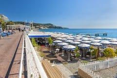 Opinión de la playa en Niza, Francia Fotos de archivo libres de regalías