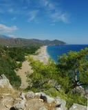 Opinión de la playa en Olympos antiguo foto de archivo