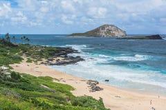 Opinión de la playa, Oahu, Hawaii de la isla del conejo imagen de archivo