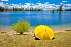 Opinión de la playa y del paisaje del lago Soderica Fotos de archivo libres de regalías