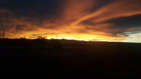 Opinión de la puesta del sol cerca de la divisoria continental de un tren Imágenes de archivo libres de regalías