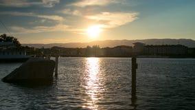 Opinión de la puesta del sol de Ginebra, Suiza Foto de archivo
