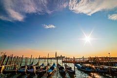 Opinión de la puesta del sol de Grand Canal con las góndolas, Venecia, Italia Fotografía de archivo libre de regalías