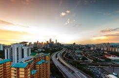 Opinión de la puesta del sol de la ciudad de Kuala Lumpur. Fotografía de archivo libre de regalías