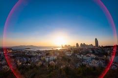 Opinión de la puesta del sol de la ciudad de Qingdao imágenes de archivo libres de regalías