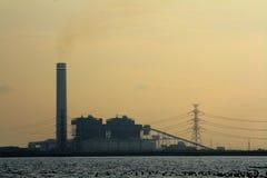 Opinión de la puesta del sol de la fábrica Imagen de archivo