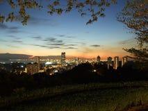 Opinión de la puesta del sol de los edificios de la ciudad Fotografía de archivo libre de regalías