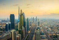 Opinión de la puesta del sol de Sheikh Zayed Road, Dubai Fotografía de archivo