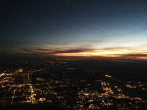 Opinión de la puesta del sol del avión Fotos de archivo