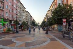 Opinión de la puesta del sol del bulevar Vitosha en Sofía, Bulgaria Foto de archivo libre de regalías