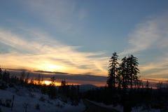 Opinión de la puesta del sol del camino de Shasta el día de la Navidad Foto de archivo