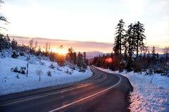 Opinión de la puesta del sol del camino de Shasta el día de la Navidad Imágenes de archivo libres de regalías