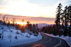 Opinión de la puesta del sol del camino de Shasta el día de la Navidad Fotos de archivo libres de regalías