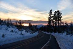 Opinión de la puesta del sol del camino de Shasta el día de la Navidad Fotografía de archivo libre de regalías