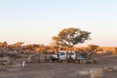 Opinión de la puesta del sol del camping en el campo de resto del parque de Garas imágenes de archivo libres de regalías