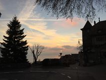 Opinión de la puesta del sol del pueblo de Riviera del suizo Imagen de archivo libre de regalías