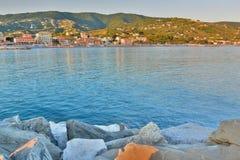 Opinión de la puesta del sol del puerto Lavagna Liguria Italia Imagen de archivo