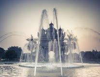 Opinión de la puesta del sol el arco o Victory Triumph Gate de Patuxai Vientiane, Laos Imágenes de archivo libres de regalías
