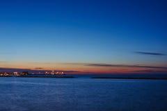 Opinión de la puesta del sol en el mar foto de archivo libre de regalías