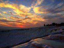 Opinión de la puesta del sol en el pamukkale, Turquía Fotografía de archivo