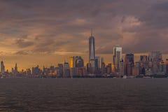 Opinión de la puesta del sol del horizonte de NYC imágenes de archivo libres de regalías