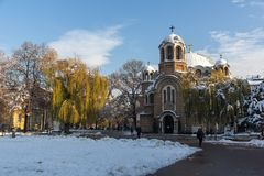 Opinión de la puesta del sol de la iglesia Sveti Sedmochislenitsi en la ciudad de Sofía, Bulgaria Fotografía de archivo