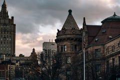 Opinión de la puesta del sol del museo americano de la historia natural en el Upper West Side del oeste del Central Park fotografía de archivo libre de regalías