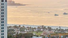 Opinión de la puesta del sol de la playa en el timelapse de JBR - Jumeirah Beach Residence en Dubai, United Arab Emirates metrajes