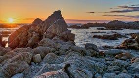 Opinión de la puesta del sol de la playa en Monterey California imagen de archivo libre de regalías