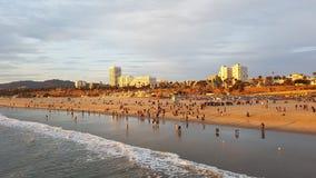 Opinión de la puesta del sol de la playa en Santa Monica, Los Angeles los E.E.U.U. fotos de archivo