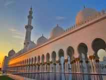 Opinión de la puesta del sol Sheikh Zayed Grand Mosque en Abu Dhabi Fotos de archivo