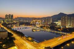 Opinión de la puesta del sol Shing Mun River con la decoración de la Navidad en Shatin, Hong Kong el 31 de diciembre de 2015 Fotos de archivo