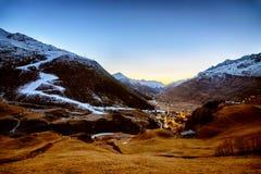 Opinión de la puesta del sol sobre Andermatt Imágenes de archivo libres de regalías