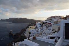 Opinión de la puesta del sol sobre la caldera, en Oia Santorini Fotos de archivo
