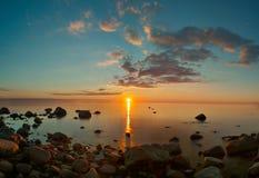 Opinión de la puesta del sol sobre el mar Báltico Foto de archivo