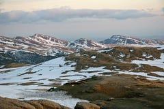 Opinión de la puesta del sol sobre las montañas cárpatas Fotografía de archivo libre de regalías