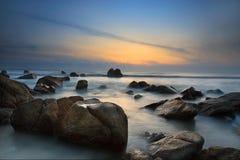 Opinión de la salida del sol en la playa Kuantan Malasia Foto de archivo libre de regalías