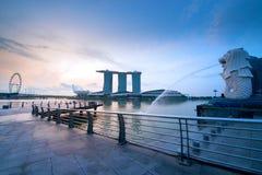 Opinión de la señal de la ciudad de Singapur en distrito del viaje imagen de archivo libre de regalías