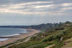 Opinión de la tarde de la playa en Christchurch, Dorset Foto de archivo libre de regalías