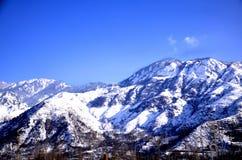 Opinión de la tarde de las MONTAÑAS de la nieve Imágenes de archivo libres de regalías