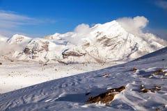 Opinión de la tarde del pico de Chulu entre las nubes Fotografía de archivo libre de regalías