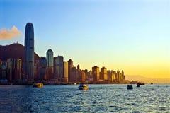 Opinión de la tarde del puerto de Hong-Kong imagen de archivo