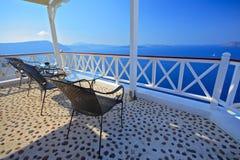 Opinión de la terraza en la isla de Santorini fotografía de archivo libre de regalías