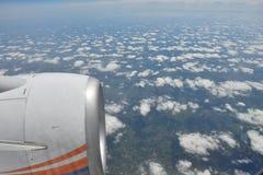 Opinión de la tierra del cielo del aeroplano Imagenes de archivo