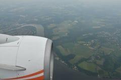 Opinión de la tierra del cielo del aeroplano Imagen de archivo libre de regalías