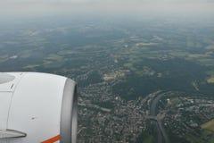 Opinión de la tierra del cielo del aeroplano Imagen de archivo