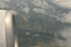 Opinión de la tierra del cielo del aeroplano Fotos de archivo libres de regalías