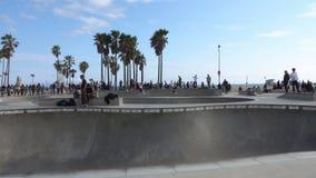 Opinión de la toma panorámica del parque del patín de Venecia, California durante la tarde