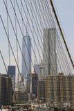 Opinión de la torre de Freedom Tower y de Beekman del puente de Brooklyn Imagen de archivo libre de regalías