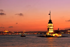 Opinión de la torre de la doncella en la noche. Estambul Turquía Imágenes de archivo libres de regalías